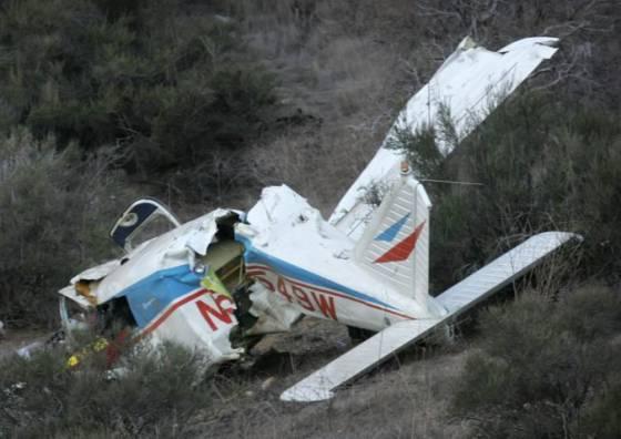 male lietadlo ktore sa zrutilo v hornatej alpskej oblasti pilotoval strnastrocny chlapec