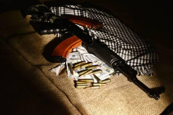 policia rozbila siet podozrivu z financovania terorizmu pri razii zatkli desiatky ludi