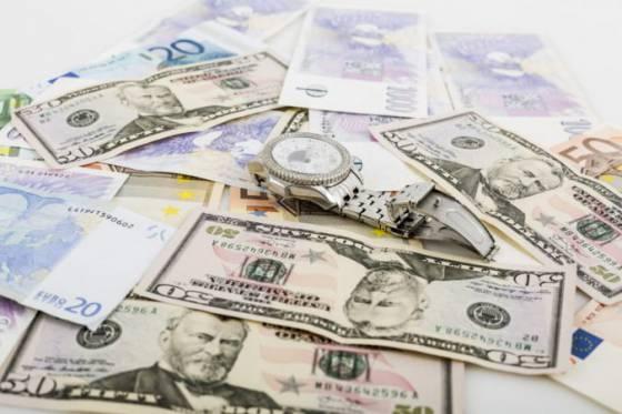euro oslabilo voci dolaru tempo medzirocnej inflacie v eurozone spomalilo