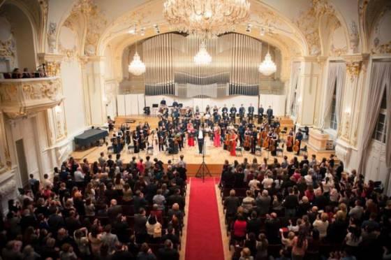 posluchaci vsmu pozyvaju na cesko slovensky vecer v redute