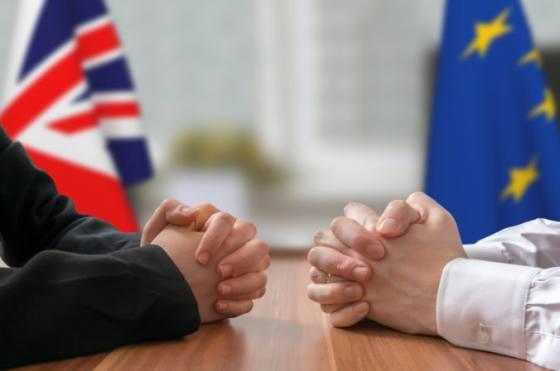 vyjednavaci europskej unie a britanie pre brexit sa dohodli na prechodnom obdobi