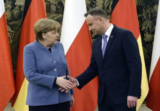 angela merkelova pricestovala do polska bude rokovat o buducnosti a bezpecnosti europskej unie