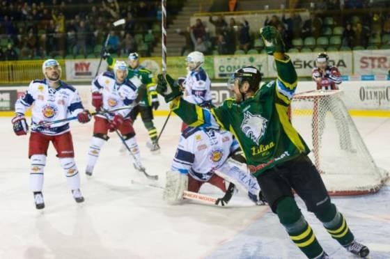 zilina sa ujala vedenia v serii proti zvolenu hokejisti nitry otocili zapas v novych zamkoch