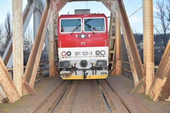 strata statnych zeleznic za minuly rok by mala byt styri miliony eur blizia sa k vyrovnanemu hospodareniu