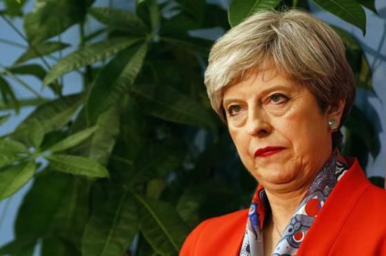 theresa mayova celi vyzvam konzervativcov na odstupenie otazka brexitu je stale nevyriesena