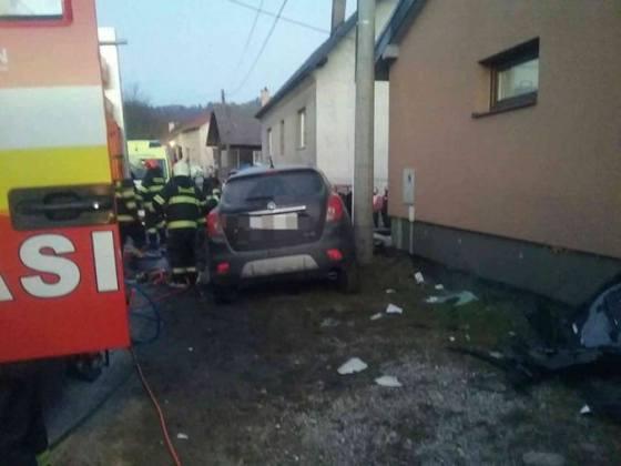 kamion sa celne zrazil s autom vodicka horiaceho auta zahynula