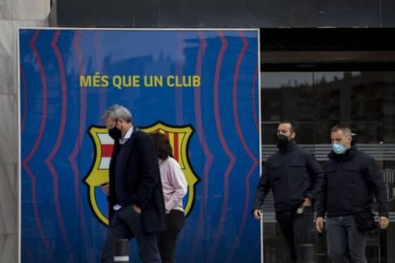 policia prehladala sidlo velkoklubu fc barcelona byvaly prezident skoncil za mrezami