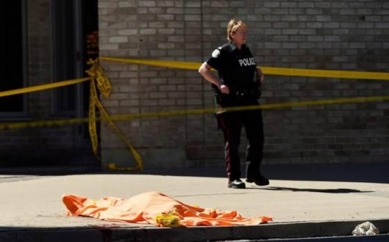 video v kanade vrazilo na krizovatke do chodcov nakladne auto viacero z nich utrpelo zranenia