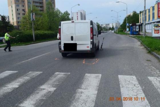 foto hladaju svedkov nehody vodic nakladneho auta zrazil 63 rocnu zenu