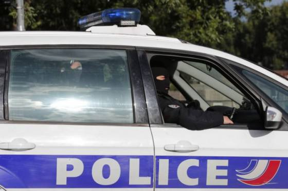 zena zranila nozom dvoch ludi vo francuzskom supermarkete kricala allahu akbar