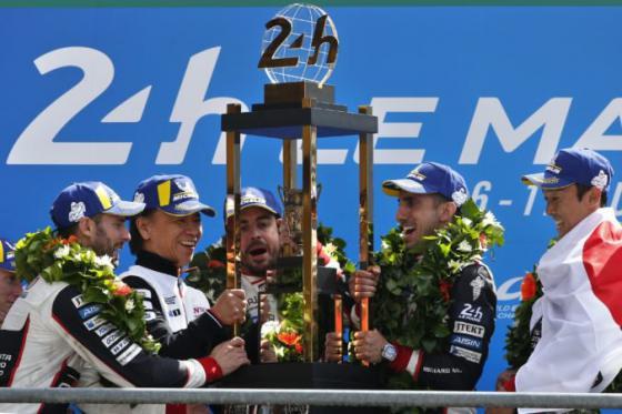 preteky 24 le mans prvykrat v historii ovladla toyota sucastou timu bol aj alonso z f1