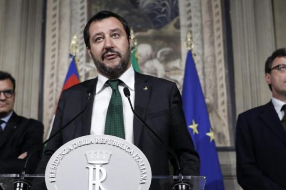 taliansky minister vnutra z xenofobnej ligy si chce posvietit na romov