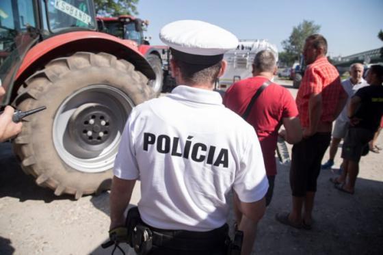 policia dementuje informaciu ze poslala na protest farmarov vodne delo