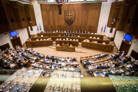 poslanci prijali zakon o dani z poistenia navrhy opozicie sa nepodarilo presadit