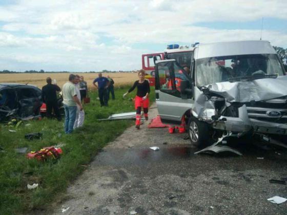 v okrese dunajska streda sa zrazila dodavka s dvomi autami niekolko ludi je zranenych