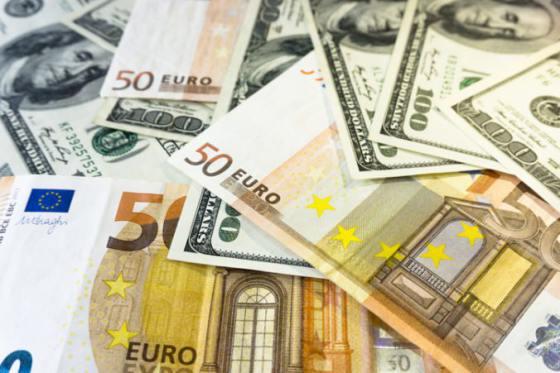 spolocna europska mena oproti dolaru oslabila