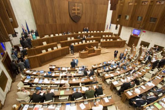 parlament nezvolil predsednicku uradu na ochranu oznamovatelov protispolocenskej cinnosti
