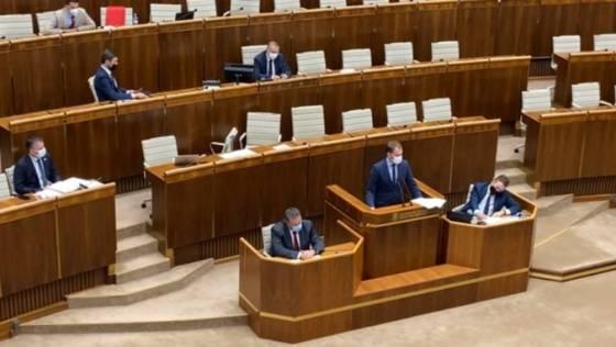 minister matovic si v parlamente vymienal invektivy s blahom zo smeru video