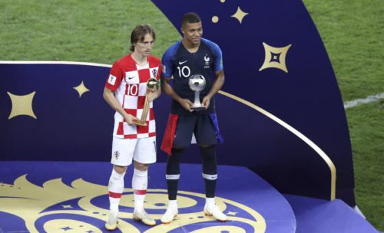 modric si z ms vo futbale 2018 odnasa ocenenie zlata lopta brankar courtois ziskal zlatu rukavicu