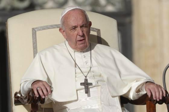 papez frantisek prijal rezignaciu polskeho arcibiskupa bol zapleteny do sexualneho skandalu