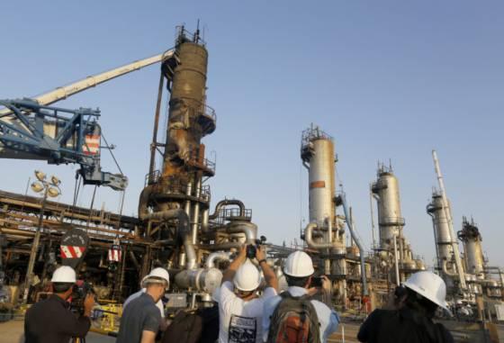 saudska arabia ukazala novinarom miesta utoku na ropne polia vidiet mohli skody na ropovodoch