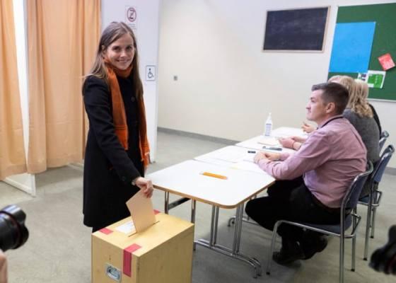 zeny budu mat po prvykrat prevahu v islandskom parlamente sucasna koalicia sa zrejme udrzi pri moci