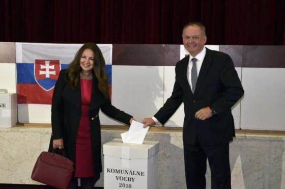 Foto  Prezident Kiska odovzdal svoj hlas ddb27f570d